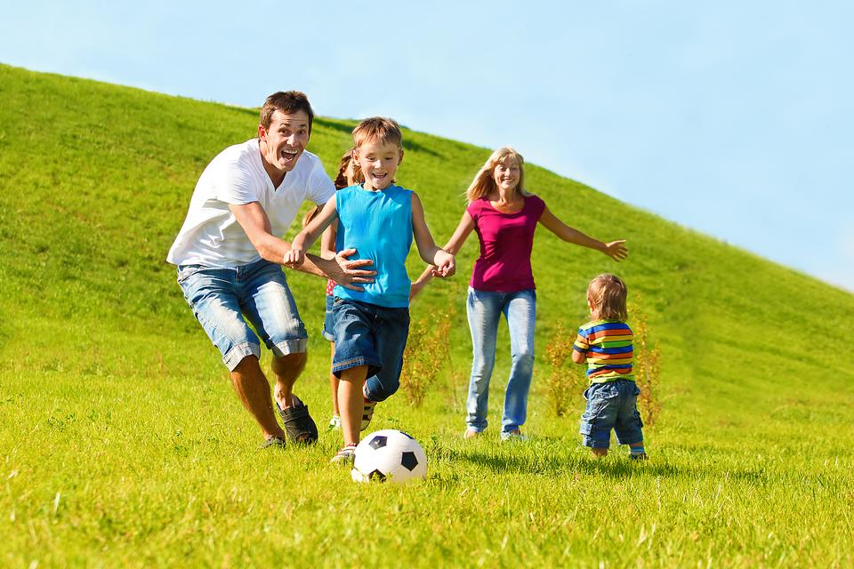 10-Family-friendly-Activities-to-Play-With-Kids-at-the-Par-8613-a16a824950-1482342174